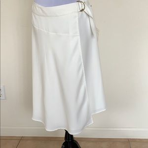 Vince Camuto white skirt with buckle